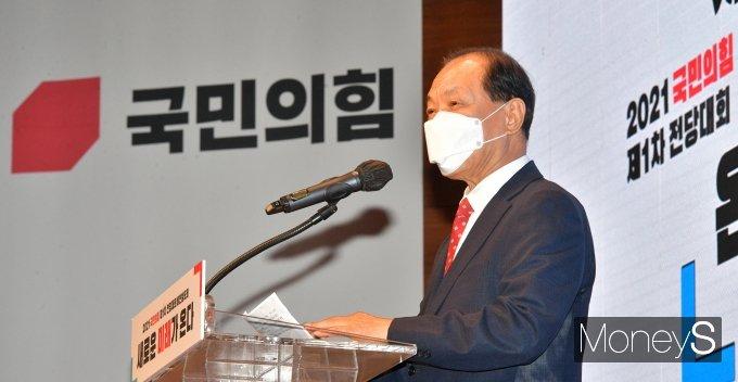 [머니S포토] 국민의힘 전당대회서 인사말 하는 황우여 위원장
