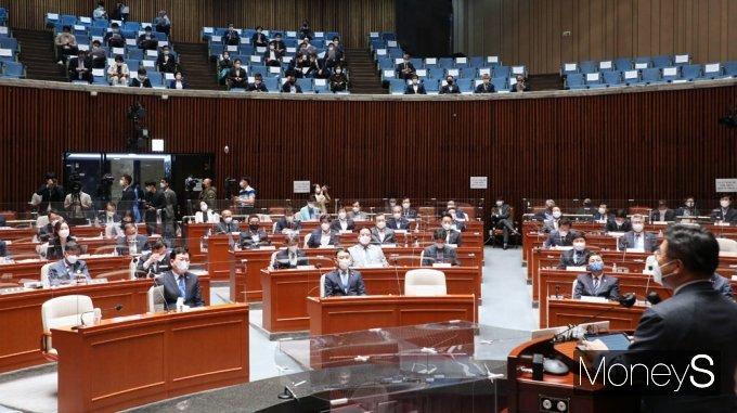 [머니S포토] 민주당 의총, 발언하는 윤호중 원내대표