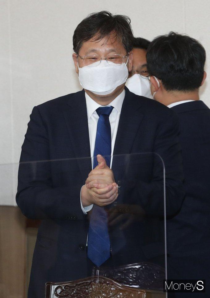 [머니S포토] 안일환 경제수석, 소재·부품·장비 경쟁력강화위원회 참석