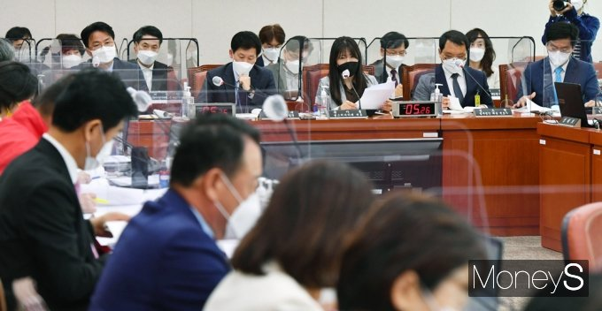 [머니S포토] 손실보상 입법청문회, 발언하는 곽아름 대표