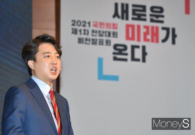 [머니S포토] 전당대회서 비전발표하는 이준석