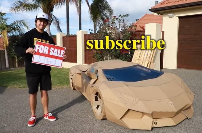 유튜버 존스는 자신이 종이로 만든 '카드보르기니'를 경매에 내놨고 차는 약 1164만원에 낙찰됐다. /사진=유튜브 캡처
