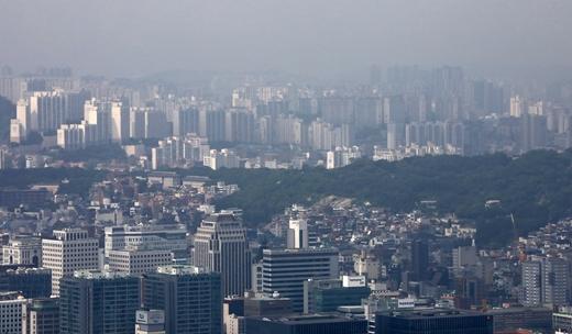 한국부동산원이 27일 발표한 '2021년 5월 4주(24일 기준) 전국 주간 아파트 가격동향'에 따르면 전국 아파트 매매가격은 0.23% 상승했다. /사진=뉴시스