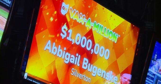 오하이오주에 사는 한 여성이 백신을 맞고 100만달러(약 11억원)에 해당하는 백신복권에 당첨됐다. /사진=미국 NBC 뉴스화면 캡처