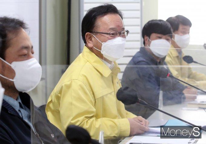 [머니S포토] LG아트센터 신축현장 방문한 김부겸 국무총리