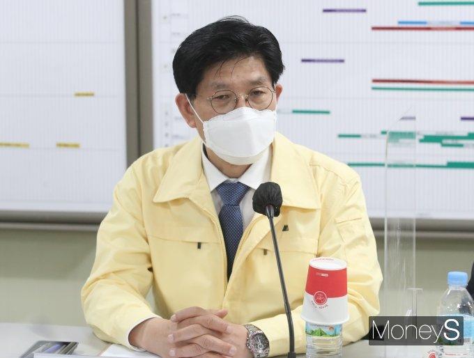 [머니S포토] 산재예방 간담회 참석한 노형욱 장관