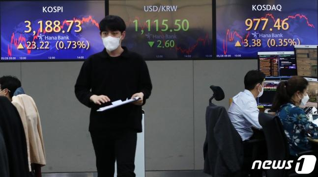 공매도 포비아가 발생하지 않았다. 사진은 서울 중구 하나은행 딜링룸 전광판./사진=뉴스1