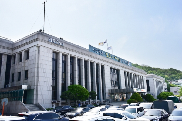 김포시(시장 정하영)에서는 포스트 코로나 시대의 신성장 동력인 한국형 뉴딜사업인 공공건축물 그린리모델링 지원사업에 대하여 국토교통부로부터 최종 17건이 사업대상지로 선정되었다고 31일 밝혔다. / 사진제공=김포시
