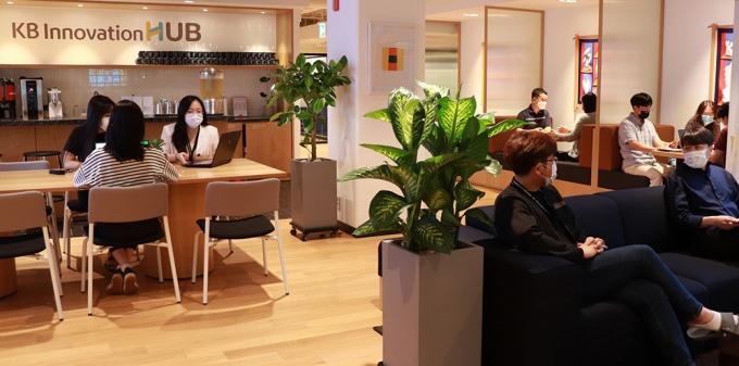 위워크 신논현점 7층에 마련된 KB이노베이션허브 전경./사진=KB금융
