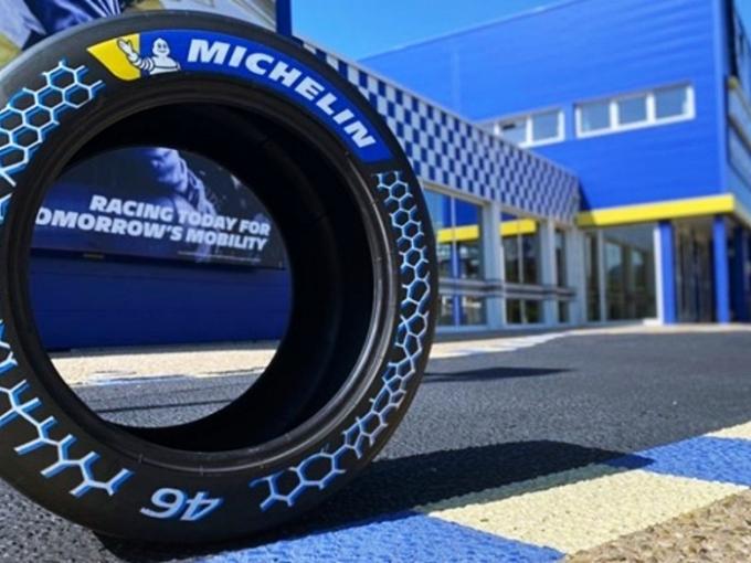 미쉐린은 지난 1일부터 4일까지 열린 '2021 무빙온' 서밋에서 지속 가능한 소재로 구성된 고성능 레이싱 타이어를 선보였다. /사진제공=미쉐린