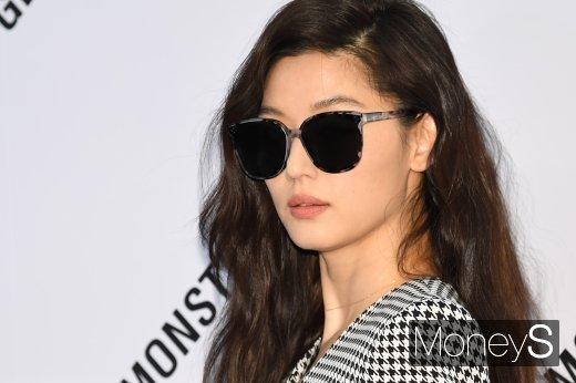 9일 한 매체는 배우 전지현이 논현동 빌딩을 팔아 140억원의 시세차익을 얻었다고 보도했다. /사진=장동규 기자