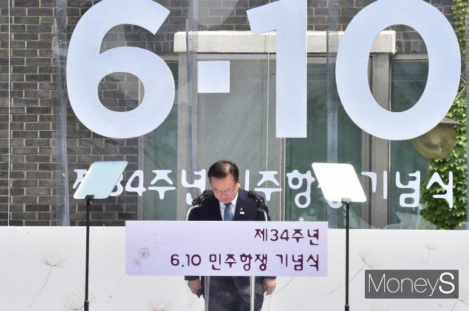 [머니S포토] 내외빈 앞 인사하는 김부겸 국무총리