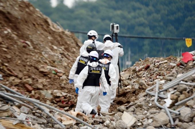 광주 건물 붕괴 사고 관련해 철거업체가 원 계획과 다르게 철거작업을 한 정황이 포착됐다./ 사진=뉴스1
