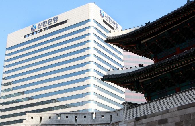서울 남대문로에 위치한 신한은행./사진=신한은행