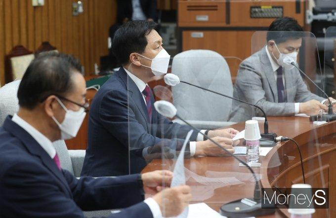 [머니S포토] 국민의힘 원내대책회의, 발언하는 김기현