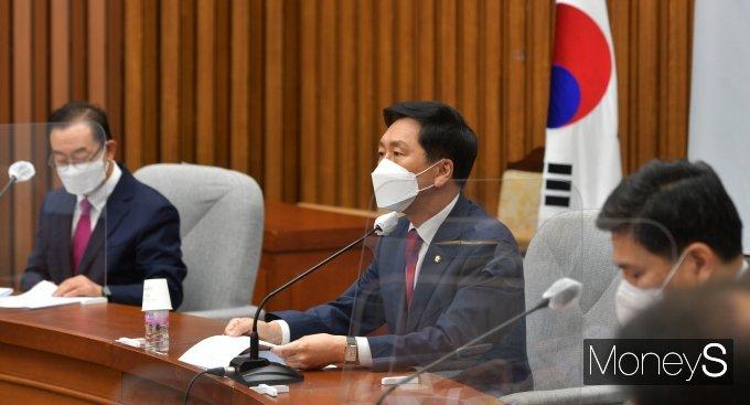 [머니S포토] 공수처 수사 관련 발언하는 김기현 권한대행