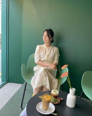 """안소희, 깜찍한 원피스룩… """"커피 마시는 인형"""""""