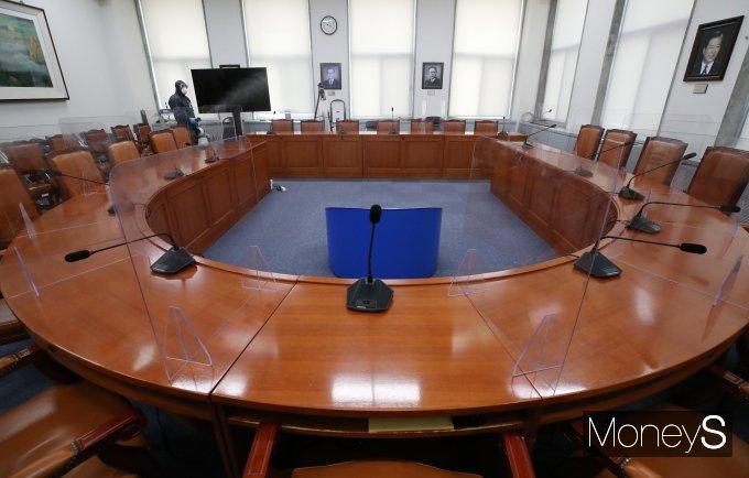 [머니S포토] 더불어민주당 당대표실 코로나19 방역 소독