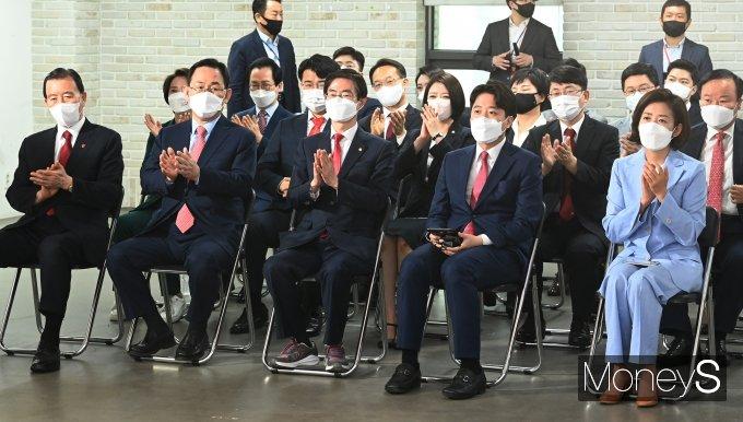 [머니S포토] 국민의힘 전당대회 참석한 나경원·이준석·조경태·주호영·홍문표