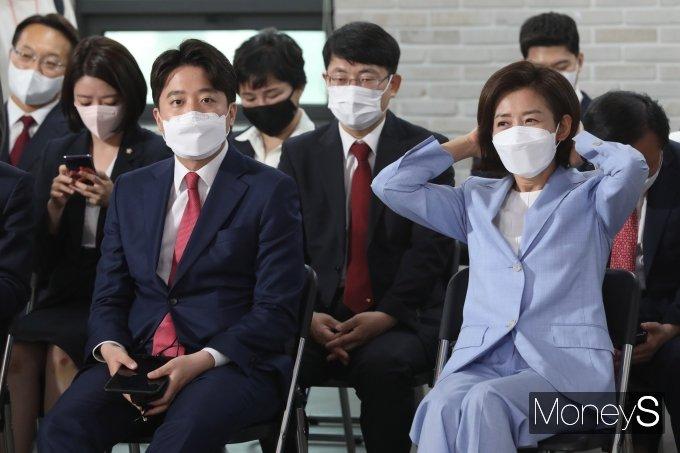 [머니S포토] 전당대회 참석한 이준석·나경원