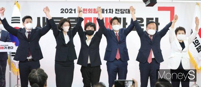 [머니S포토] 국민의힘 당대표에 36세 이준석