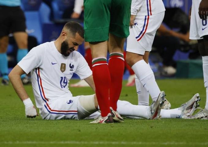 지난 9일(한국시각) 프랑스 대표팀과 불가리아와의 평가전에서 프랑스 대표 카림 벤제마가 부상을 당했다. /사진=뉴스1