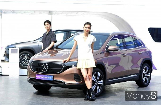메르세데스-벤츠 코리아가 오는 7월 국내 공식 출시를 앞둔 럭셔리 전기 컴팩트 SUV '더 뉴 EQA' 와 새로운 차원의 인포테인먼트 시스템 'MBUX 하이퍼스크린'을 '2021 서울 스마트 모빌리티 엑스포'에서 국내 최초로 공개했다. /사진=장동규 기자
