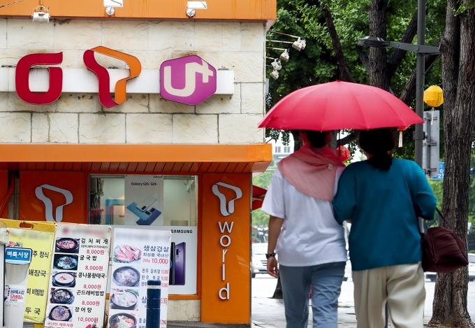 방통위의 단통법 개정안이 발표된 지난달 27일 서울 시내의 한 휴대전화 판매 대리점. /사진=뉴스1