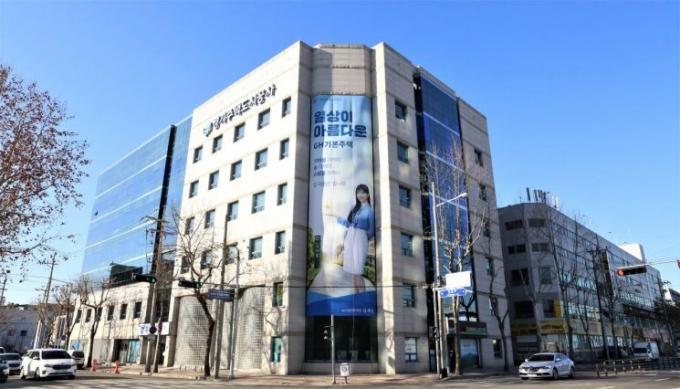 GH(사장 이헌욱)는 공공임대주택 입주 희망자의 편의성과 정보접근성을 높이기 위해 공공임대주택 예비입주자 모집을 정례화한다고 11일 밝혔다. / 사진제공=GH