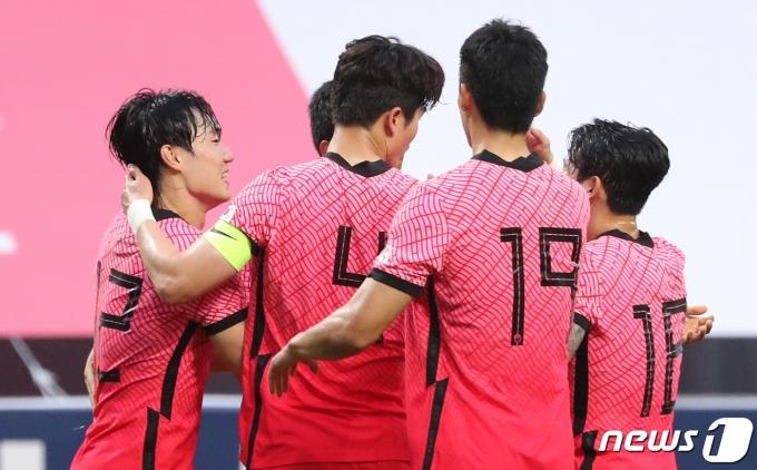 [사진] 선취골로 앞서가는 대한민국