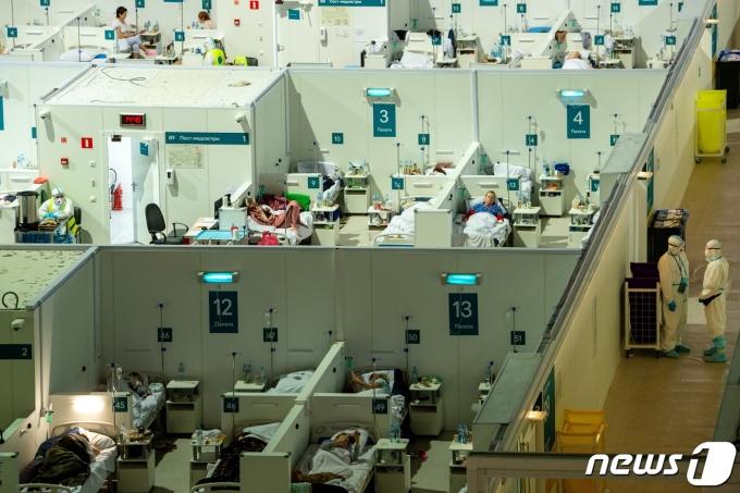 러시아 모스크바 크릴라츠코예 얼음궁전에 마련된 코로나19 임시 치료소의 2021년 6월 11일 모습. © 로이터=뉴스1 © News1 최서윤 기자