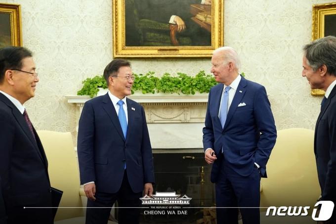 문재인 대통령과 조 바이든 미국 대통령.(청와대 페이스북) 2021.5.22/뉴스1