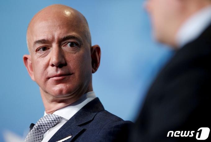 제프 베이조스 아마존 CEO가 워싱턴에서 열린 한 컨퍼런스에 참석하고 있다. © 로이터=뉴스1 © News1 박형기 기자