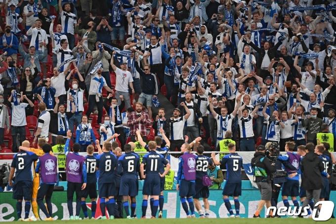 덴마크를 제압한 핀란드. © AFP=뉴스1
