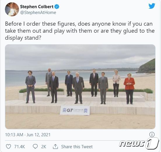 미국 인기 토크쇼 '더 레이트 쇼'의 진행자 스티븐 콜버트가 G7 정상들이 찍은 사진을 12일(현지시간) 트위터에 게재했다. (트위터 갈무리) © 뉴스1