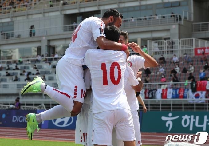[사진] 선제골에 기뻐하는 레바논