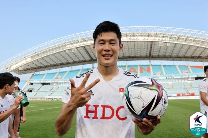 해트트릭을 기록한 부산 아이파크의 안병준(한국프로축구연맹 제공)© 뉴스1