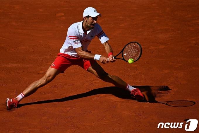 노박 조코비치가 13일(현지시간) 스테파노스 치치파스를 꺾고 테니스 메이저대회 프랑스오픈에서 우승을 차지했다. © AFP=뉴스1