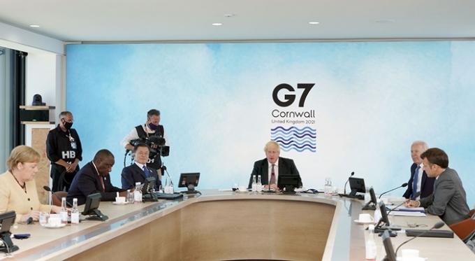 니혼게이자이신문이 지난 13일(이하 현지시각) 일본 정부가 주요 7개국(G7)에 한국, 호주, 인도, 남아프리카공화국을 포함시켜 'D11'으로 확대하자는 논의를 반대했다고 전�다. 사진은 문재인 대통령이 지난 13일 G7 정상화의에 참석한 모습. /사진=뉴스1(청와대)