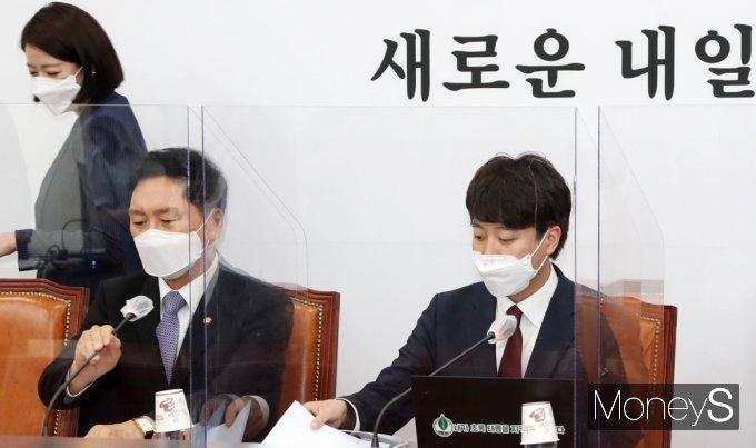 [머니S포토] 국힘 이준석-배현진, 30대 대표· 최고위원으로...