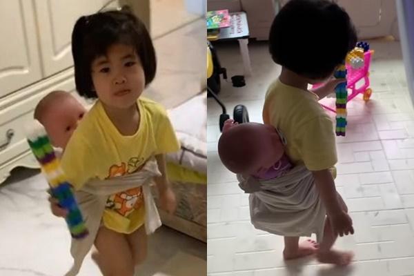 함소원 진화 부부의 외동딸 혜정 양이 인형을 동생 삼아 놀고 있는 모습. /사진=함소원 인스타그램