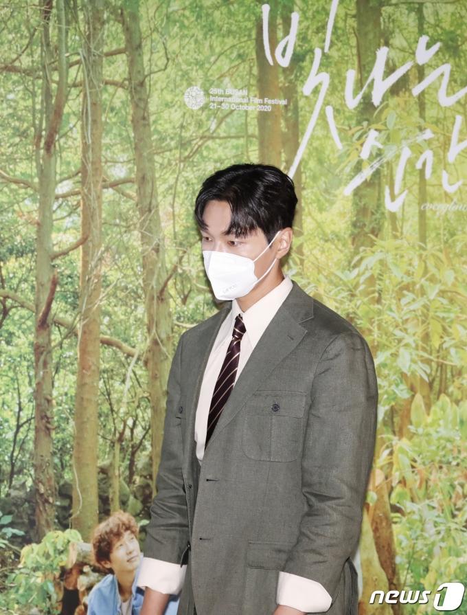 [사진] 지현우, 이 구역 분위기 남신