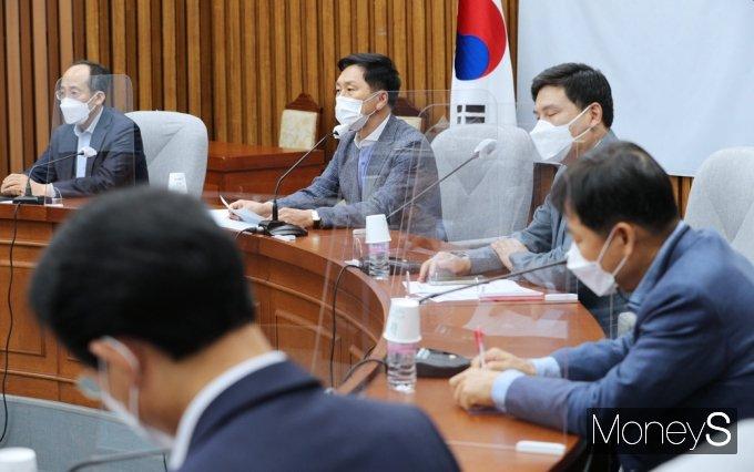 """[머니S포토] 국힘 김기현 """"與 상임위원장 독식은 위법…장물, 되돌려줄 의무 있을뿐"""""""
