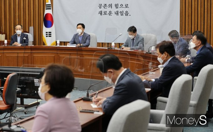"""[머니S포토] 김기현 """"민주당, 이제와 제1야당 핑계 남탓 DNA 혀 내두를 지경"""""""