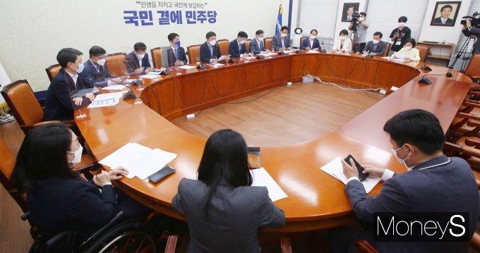 """[머니S포토] 윤호중 """"CCTV 설치법 비롯 시급 민생과제 제대로 처리 못하고 있어"""""""
