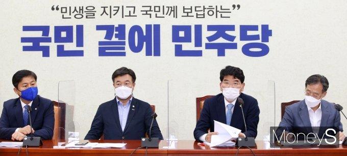[머니S포토] 與 원내대책회의, 발언하는 박완주 정책위의장