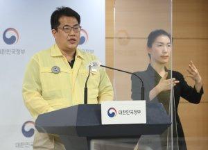 거리두기 개편 최종안 20일 공개… '12시 영업·8인 모임 가능' 유력
