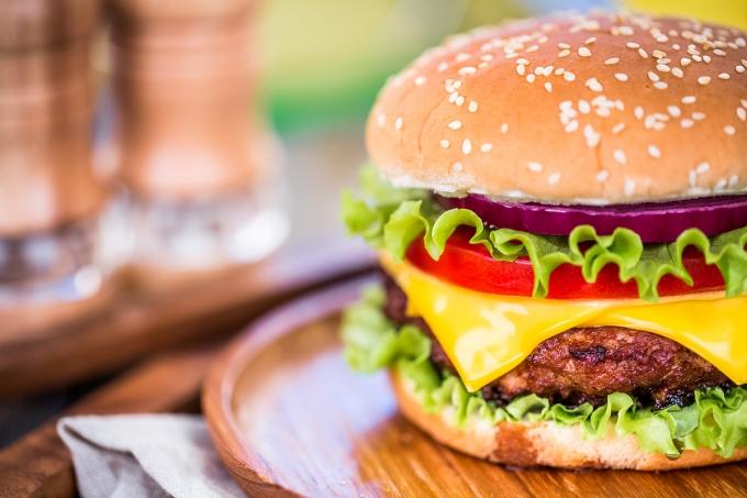 지난 12일 파키스탄에서 패스트푸드점에 들어가 햄버거를 무료로 제공하라는 경찰의 요구를 종업원들이 거부하자 모두 체포당해 하룻밤동안 유치장에 있었다는 사실이 알려졌다. /사진=이미지투데이