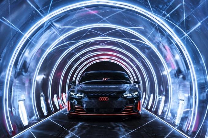 한국타이어앤테크놀로지가 아우디 브랜드 최초의 순수 전기 스포츠카 모델 'e-트론 GT'에 전기차용 초고성능 타이어 '벤투스 S1 에보3 ev'를 신차용 타이어(OET)로 공급한다. /사진제공=한국타이어