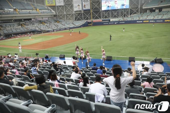 [사진] '만원 관중을 기다리는 프로스포츠'